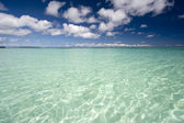 Blue sky with turquoise water — Stock Photo