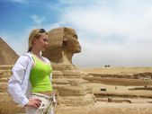 Girl near great egyptian sphinx — Stock Photo