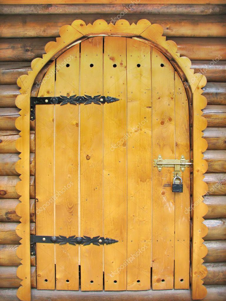 Входная дверь для детского домика из дерева