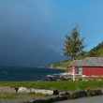 Wooden houses on a lake coast — Stock Photo