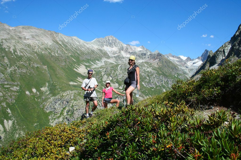 Group of hikers taking a rest  — Stock Photo #2584165