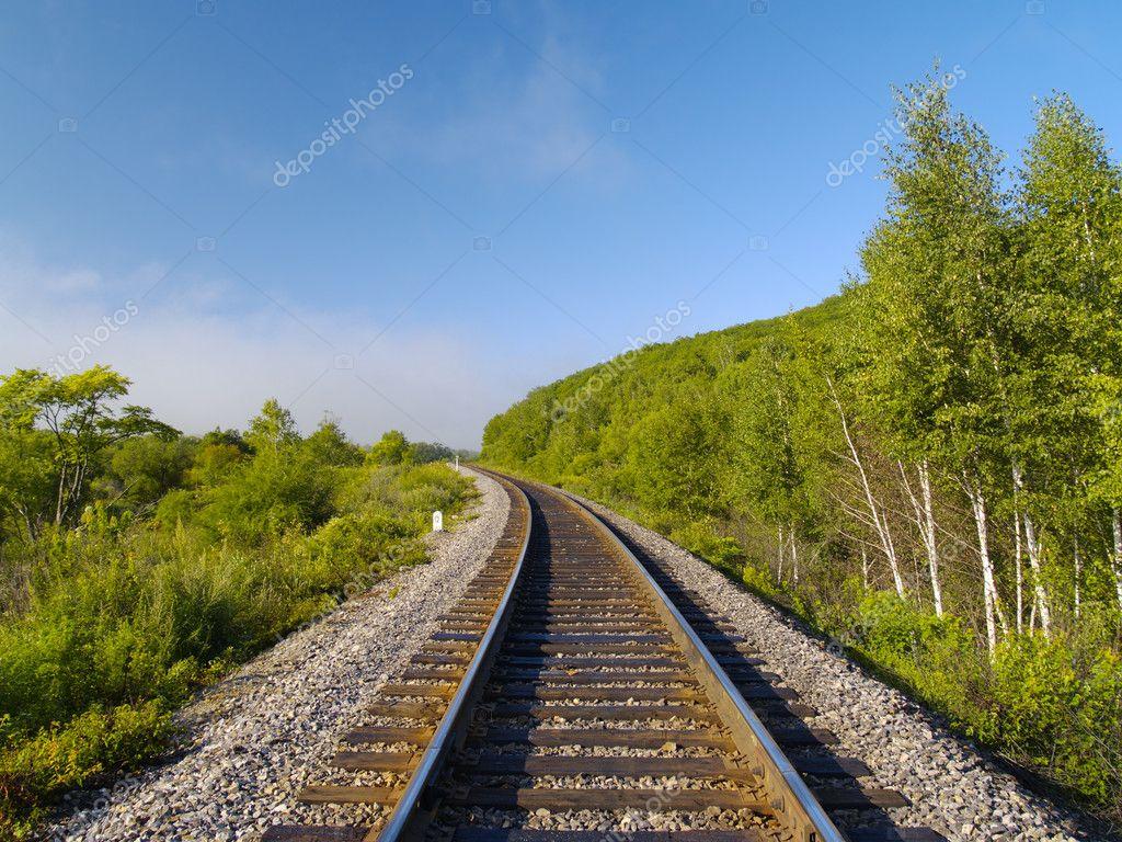 夏天风景与孤独的铁路跟踪 — 图库照片#1802297