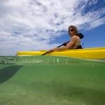 Woman kayaking — Stockfoto