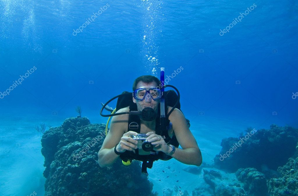 Underwater scuba diver with camera in tropical water — Photo #1705864