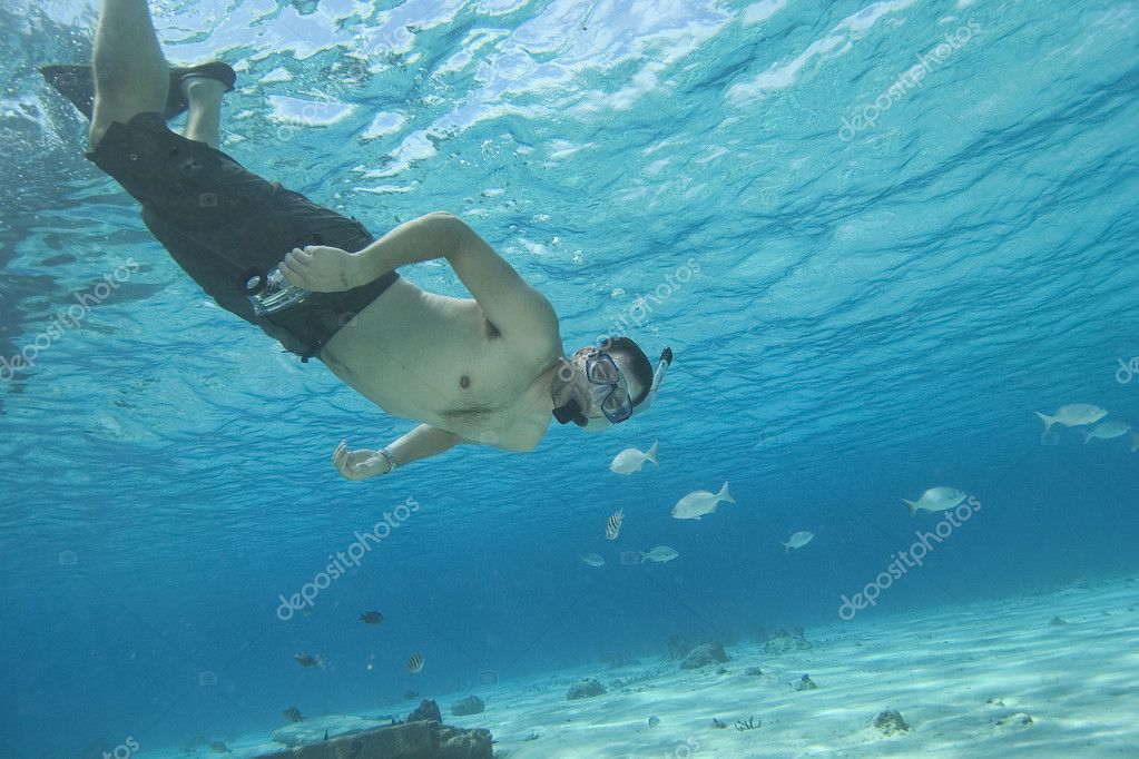 Man underwater snorkeling in tropical water — Stock Photo #1705895