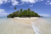 Isolated Tropical island, Fiji — Stock Photo