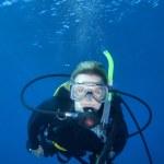 vrouw duiken, fiji — Stockfoto