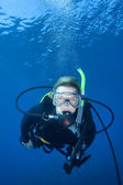 Woman scuba diving, Fiji — Stock Photo