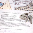 Keys on mortgage note — Foto Stock