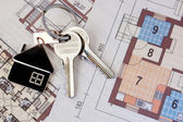 Keys on blueprint — Stock Photo