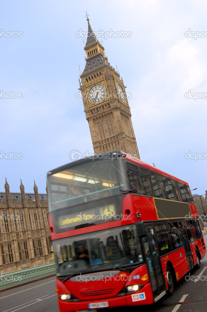 Big Ben and bus in London over blue sky — Stock Photo #1701666