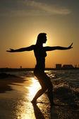 Tai-Chi am Strand Sonnenuntergang — Stockfoto