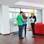 szczęśliwa para młodych, zakup nowego domu — Zdjęcie stockowe