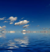 Blue sky with water reflection — Foto de Stock