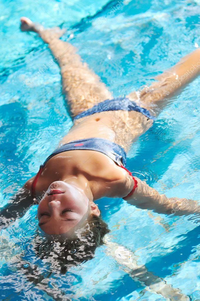 depositphotos_1679129-Swimming-pool-fun.jpg