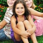 快乐的孩子户外 — 图库照片