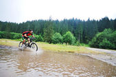 Wet mount bike ride — Stock Photo
