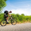 Biker in beweging — Stockfoto