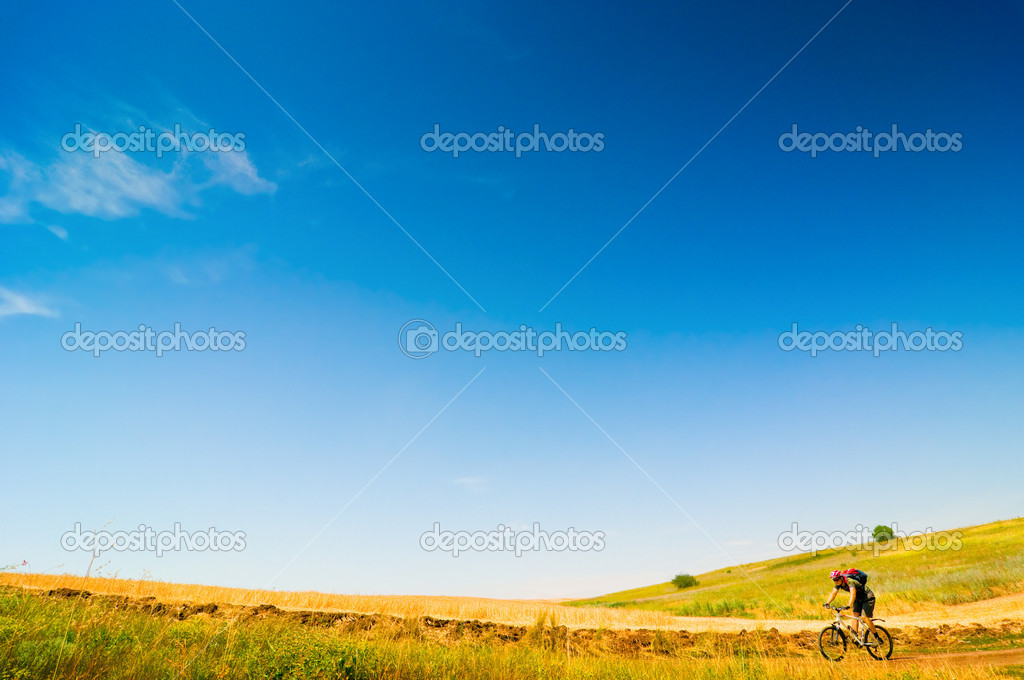 A cyclist relax biking outdoors — Stock Photo #1825537