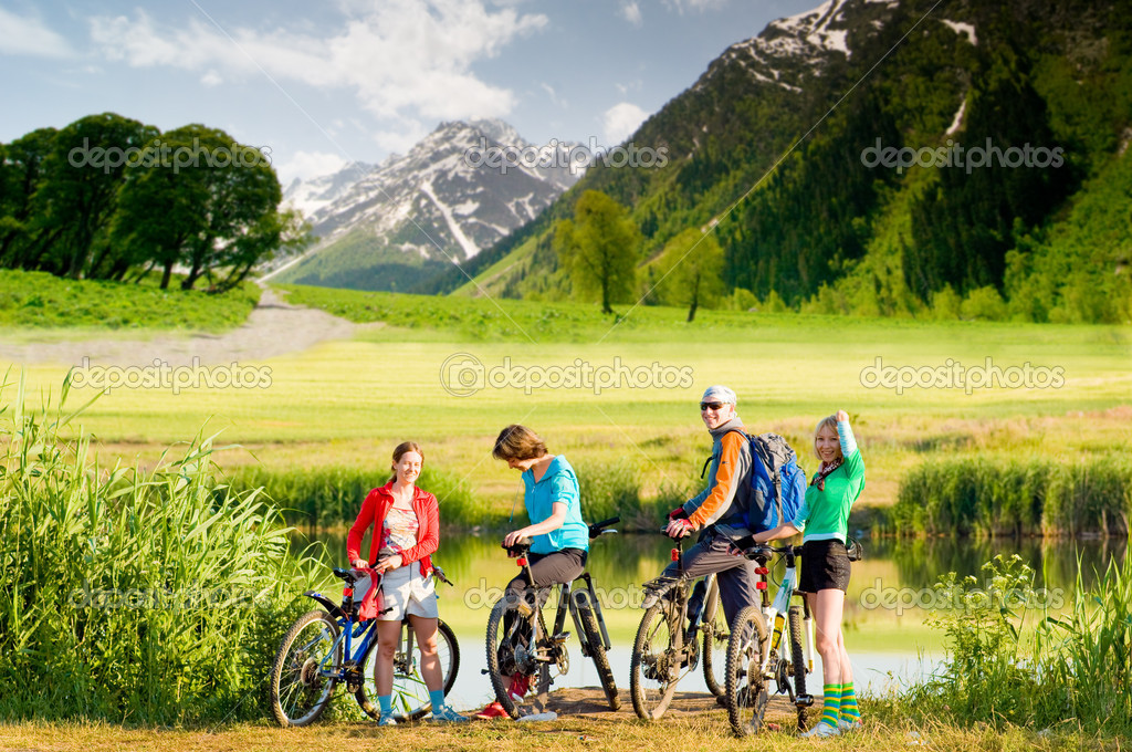Mixed group of cyclists  outdoors — Stock fotografie #1825888