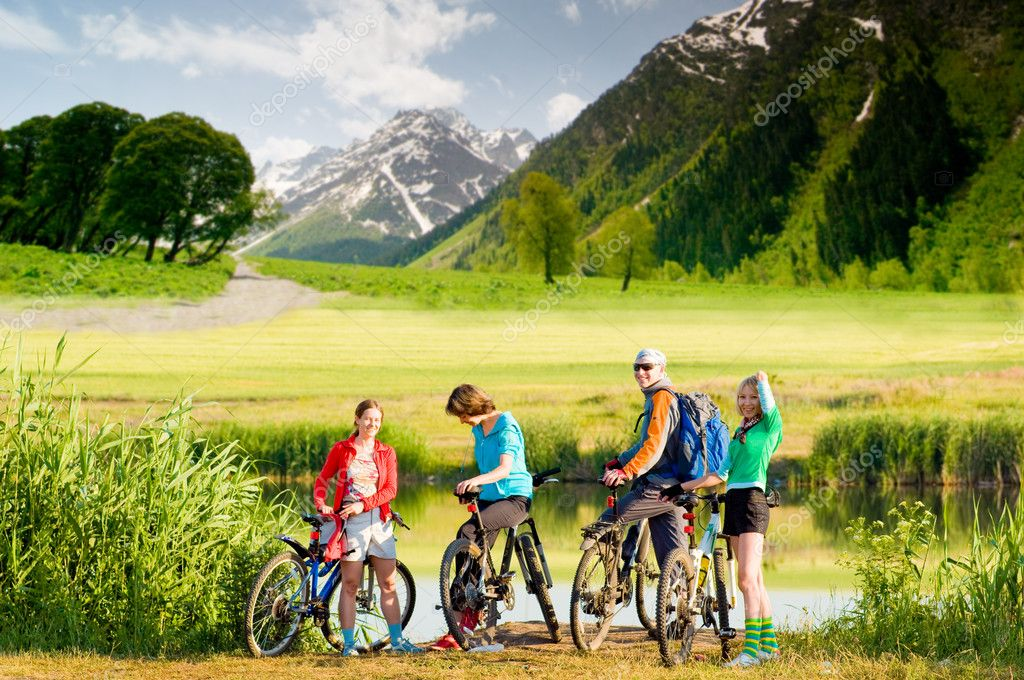 Mixed group of cyclists  outdoors — Stok fotoğraf #1825888