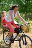 快乐骑自行车 — 图库照片