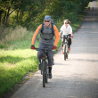 Couple biking — Photo