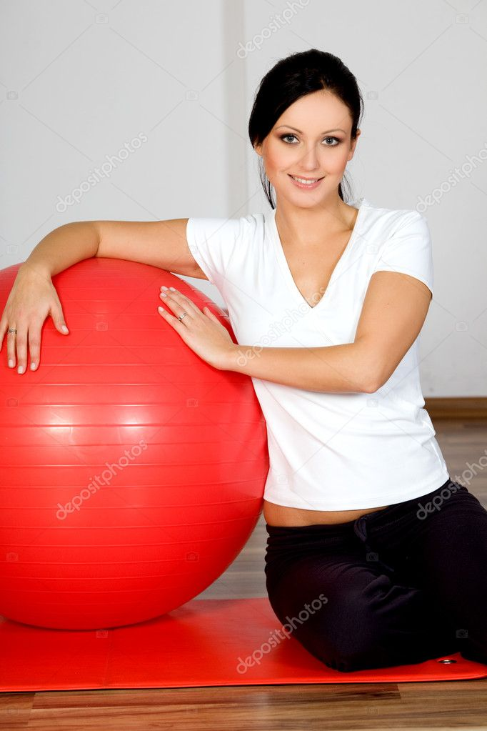 Young smiling woman, with fitness ball — Stock Photo #1681174