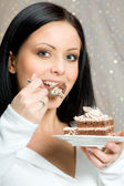 Woman with chocolade cake — Stock Photo