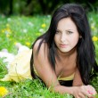 beautiful woman laying on gras — Stockfoto