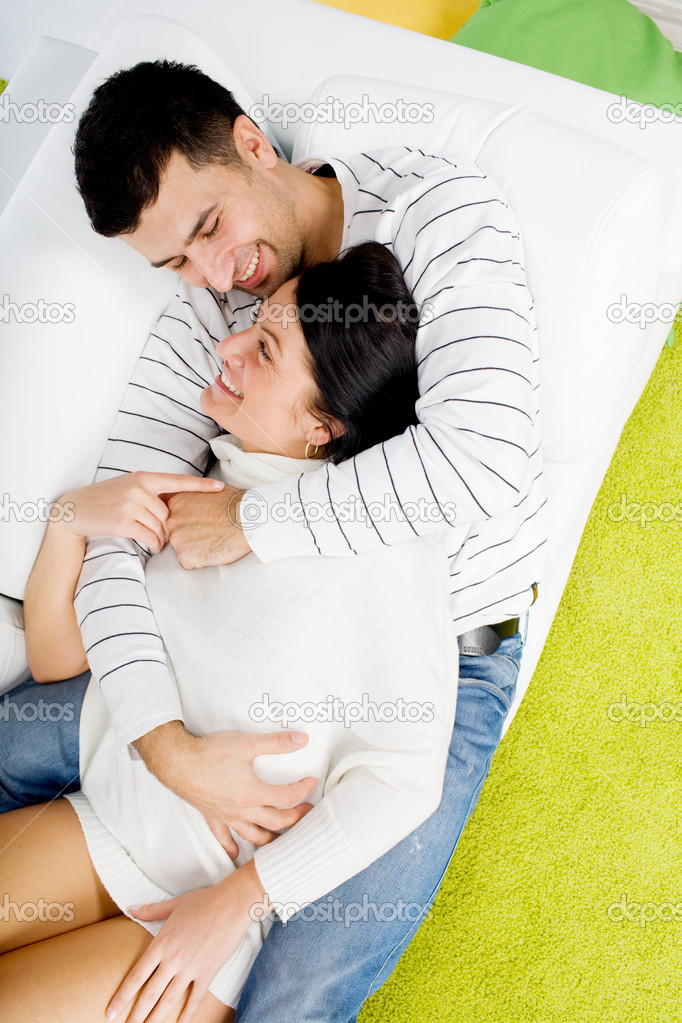Young  couple resting on sofa — Foto Stock #2127149