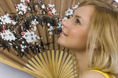 The girl with the chinese fan — Stock Photo