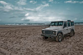 Landrover Defender on Fraser Island — Stock Photo