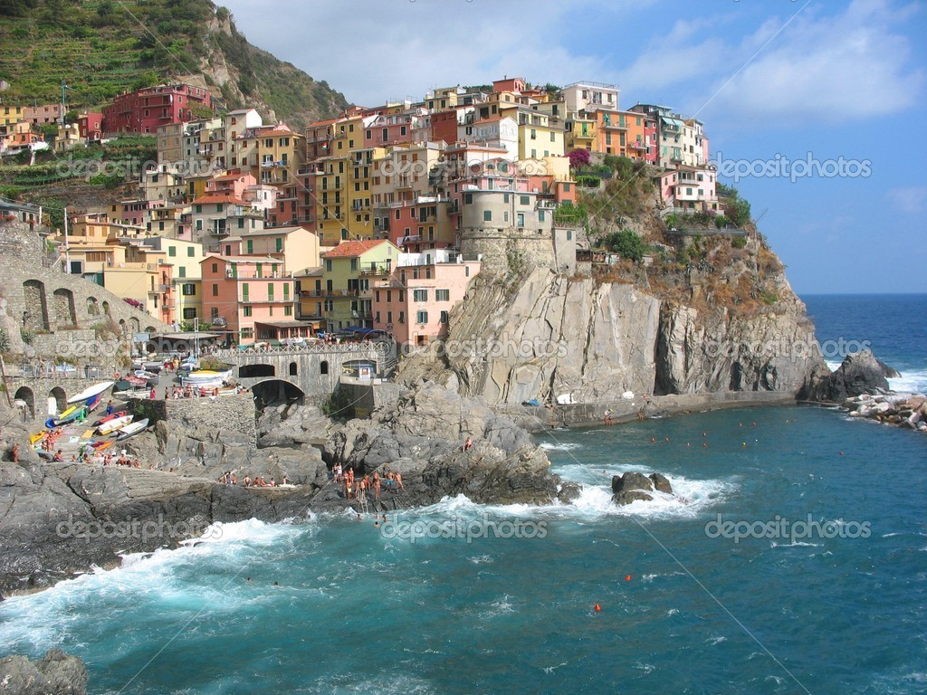 A Village in Cinque Terre, Italy — Stock Photo #1663390