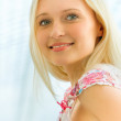 Portrait of a beautiful young woman — Stock Photo