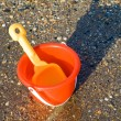 Bucket and spade on tropical beach — Stock Photo