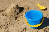 Mavi kova ve sarı kürek — Stok fotoğraf