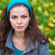Beautiful young woman in a autumn park — Stock Photo