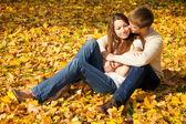Lyckliga unga par — Stockfoto