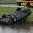 Foto Stock: Car in water after accident
