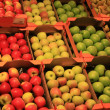 Foto Stock: Apples in grocery store