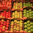 Apples in a grocery store — Stock Photo