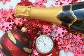 Champagne och jul dekorationer — Stockfoto