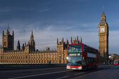 Big Ben tower and red bus — Stock Photo
