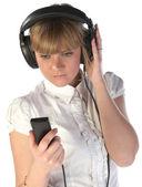 女孩看起来听音乐 — 图库照片