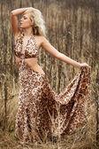 Mooie jonge vrouw — Stockfoto