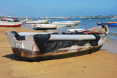 Beach and fishing boat - Costa de la Luz — Stock Photo