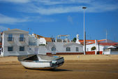 Houses i fishing boat - Costa de la Luz — Stock Photo