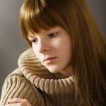 porträtt av sorgliga tonårsflicka — Stockfoto
