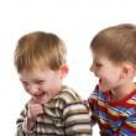 Две молодые мальчики весело играть — Стоковое фото